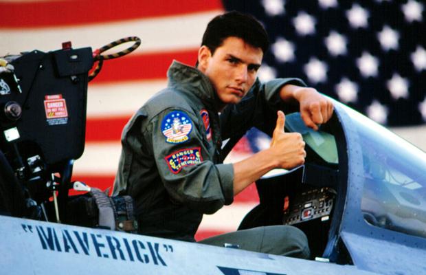 e1c2537f41d7d1 Revoir Tom Cruise tout jeune et souriant, ses aviators rivés sur la tête,  réécouter sa bande-son cultissime, admirer les figures des F-14 Tomcat de  l US ...